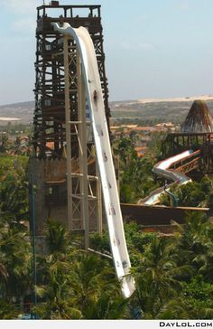 """If you like water slides you will love """"Insano"""", the world's tallest water slide located in the Beach Park in Fortaleza, Ceará. The Insano is a 41 met Beach Park Fortaleza, Dream Vacations, Vacation Spots, Cool Water Slides, Places To Travel, Places To See, Beautiful World, Beautiful Places, Beautiful Beach"""