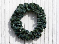 Askartele kranssi paperinarusta Christmas Wreaths, Diy And Crafts, Holiday Decor, Paper, Inspiration, Home Decor, Christmas Swags, Biblical Inspiration, Room Decor