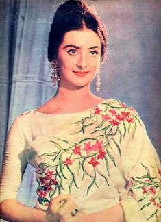 Old is Gold! Gorgeous saira banu in off white color flower design saree, which dress is an inspiration for bollywood divas. Now a days bollywood actresses brings the old fashion in a new style. Bollywood Saree, Indian Bollywood, Bollywood Fashion, Bollywood Actress, Bollywood Funny, Vintage Bollywood, Vintage India, Vintage Ads, Vintage Posters
