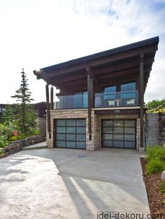 Awesome Cute Home Garage Design Ideas For Your Minimalist Home. If you're like me, the garage is the only place where I truly am king of my domain. A place … Plan Garage, Garage Plans With Loft, Diy Garage Door, Modern Garage Doors, Garage Door Design, Garage House Plans, Home Garage, Garage Kits, Garage Apartment Plans