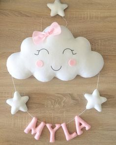 Diy Arts And Crafts, Felt Crafts, Baby Mobile, Baby Shawer, Felt Decorations, Felt Patterns, Baby Room Decor, Baby Sewing, Garland