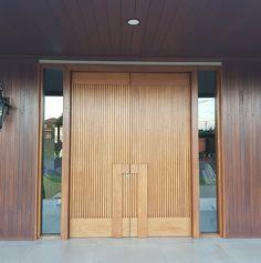 Modern Entrance Door, Main Entrance Door Design, Door Gate Design, Door Design Interior, Wooden Door Design, Front Door Design, Modern Door, House Entrance, Entrance Doors