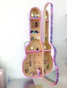Idea DIY para decorar tu cuarto -organizador de cartón con espejo en forma de guitarra - Isa ❤️ | Manualidades