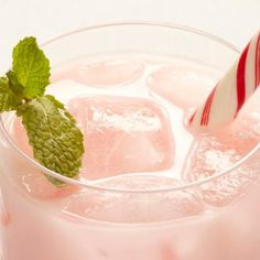 Candy Cane Cooler    #holiday #winter #cocktail #vodka #peppermint #mint #drinks #party