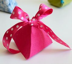 10 verrryyy pretty ...  DIY Gift Boxes ... with free downloadable templates