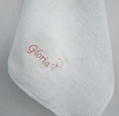 Asciugamano con già ricamato il nome del bambino per l'asilo http://www.asiloscuolakit.it