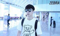 Lay - 150518 Shenzhen Airport, departing for Beijing Credit: Zebra. (심천공항 출국)