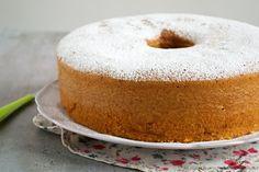 La chiffon cake è un ciambellone alto, morbido e soffice tipico americano. Leggi la ricetta per il bimby spiegata passo passo.