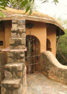 Architecture and interior design projects in India - Mud House (Katchi Kothi) at Anangpur Village - Revathi Kamath - New Delhi