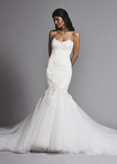Lace mermaid wedding dress with full tulle skirt. | Pnina Tornai | Style: 4649