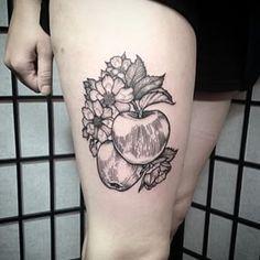 Varias manzanas. | 36 Hermosos tatuajes para los que aman la comida