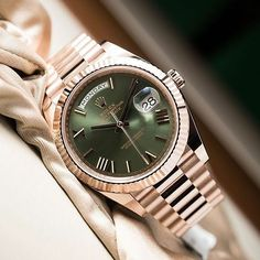 Fascinating watch! Beautiful rolex in everose gold and green dial. Pic by…