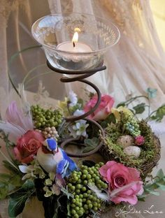 See how to repurpose an old bed spring into a unique spring or Easter decoration. Find ideas for DIY bed springs in spring and Easter decor. Bed Spring Crafts, Spring Projects, Spring Art, Floral Centerpieces, Floral Arrangements, Rusty Bed Springs, Box Springs, Easter Crafts, Christmas Crafts