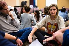 HAMILTON, N.Y. — It seemed like any other Wednesday night college class: 35 students, a tangle of leggings and sneakers and water bottles, sitting together i...