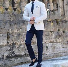 Pure class by our friend What do you think? Leave your thoughts belo. Blazer Outfits Men, Mens Fashion Blazer, Suit Fashion, Marcelo Mello, Summer Wedding Suits, Stylish Men, Men Casual, Blue Suit Men, Jackett