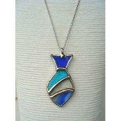 Collier 486-03 disponible en ligne et autres modèles en boutique! www.lefeucacree.ca/boutique #StainedGlassFish