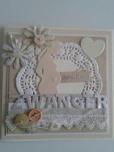 Zwangerschapskaart met letters van marianne design en zwangere dame. Taartkleedje.lint.knoopjes beetje versieren...
