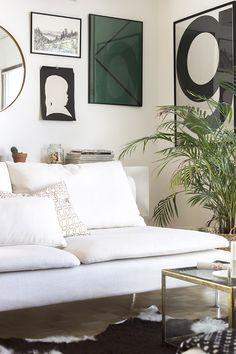 Taas on uusi sohva talossa. Huvittaa jo itseäkin tämä vekslaaminen! Mutta nyt on hyvä, ja vaihdantataloudella kun mentiin ...