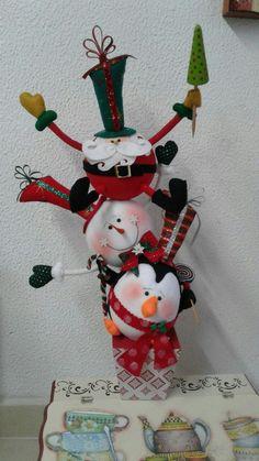 Aranžérka ukázala triky s obyčajnou polystyrénovou guľou, Snowman Christmas Decorations, Christmas Snowman, Christmas Ornaments, Holiday Decor, Easter Crafts, Diy And Crafts, Christmas Crafts, Bottle Crafts, Crafty