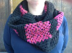 Isoäidinneliöhuivi on lahja äidiltä. Crochet Shawl, Knit Crochet, Cowl Scarf, Cowls, Granny Squares, Scarfs, Crochet Patterns, Wraps, Craft Ideas