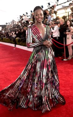 Lupita Nyong'o is wearing a floral Elie Saab long sleeve gown with a deep neckline. I just recently pinned this Elie Saab gown on my Elie Saab board! The gown looks amazing on Lupita! Looks Street Style, Looks Style, Celebrity Red Carpet, Celebrity Look, Celeb Style, Lupita Jones, Beautiful Dresses, Nice Dresses, Elegant Dresses