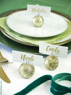 DIY Glitter Baubles Ornament Place-Card Holders - perfect last-minute craft to make for your Christmas Holidays party tables! | BirdsParty.com