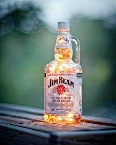 Jim Beam Lamp - also other liquor bottles (Liquor Bottle Lights) Liquor Bottle Crafts, Liquor Bottles, Beer Bottle, Whisky, Beer Decorations, Bottle Lights, Bottle Lamps, Jim Beam, Deco Table