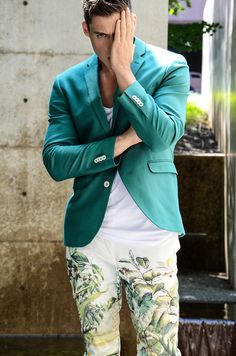 YES, white, plant-print pant with white tee and emerald jacket!! I'm looking at you!