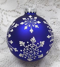 Dark Blue Hand Painted White MUD Texture Snowflakes Design with 309 Painted Christmas Ornaments, Hand Painted Ornaments, Diy Christmas Ornaments, Christmas Projects, Holiday Crafts, Christmas Decorations, Ball Ornaments, Theme Noel, Snowflake Designs