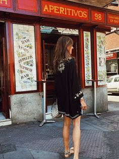 Aperitivo How To Pose, Boho Look, Appetizer, Kimono, Poses, Shirt Dress, Blog, Shirts, Dresses