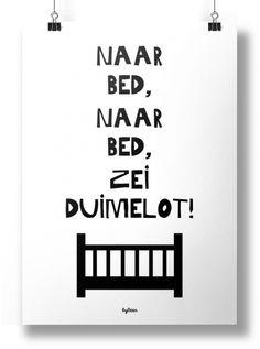 Poster Zwart Wit Naar bed naar bed zei Duimelot!Super leuke zwart-wit poster voor op de baby- of kinderkamer!A4 poster met leuke alom bekende tekst!Gedrukt op 250 grams, mat papier.Ontwerp/merk: byBean