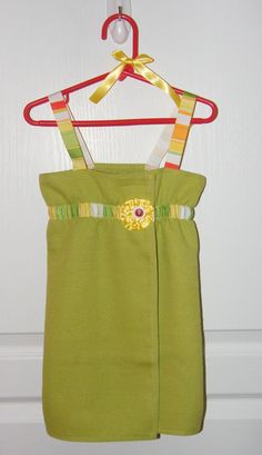 Toddler Towel Tutorial made from a hand-towel!! OR use a full-sized towel to create one of these for us grown-up gals! I've had one (made by Nautica) for 8 years and just love it. Time for a new one. DIY this time.