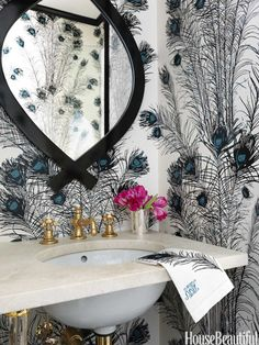 I want wallpaper! The exuberant Florence Broadhurst Peacock Feathers wallcovering inspired the guest towel embroidery in the bathroom of this New York apartment by designer Christina Murphy. Peacock Wallpaper, Print Wallpaper, Bathroom Wallpaper, Wallpaper Ideas, Bold Wallpaper, Beautiful Wallpaper, Peacock Bathroom, Bathroom Colors, Sweet Home