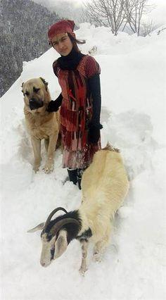 Rize'li kız, keçisi ve köpeği