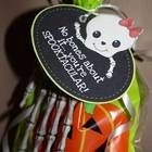 Halloween Treat Tag ~ Boy and Girl Version Halloween Candy Crafts, Halloween Class Party, Halloween Labels, Haunted Halloween, Halloween Town, Holidays Halloween, Halloween Treats, Halloween Pumpkins, 31 Ideas