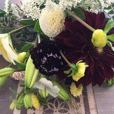 Quelques fleurs de saison , cultivées pour la plupart dans la région , apportent du caractère aux bouquets .... #fleurs #flowers #fleuriste #commerce indépendant#mariagecampagne #mariagechampetre #brest #bretagne #finistere #france #bouquetdefleurs #offrir #anniversaire #instafleurs #fleurs de saison#couleurs