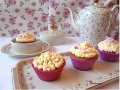 Cupcakes with old China Muffins mit altem Porzellan