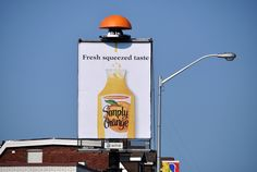 Vertical Poster / Panneau Vertical - Simply Orange #Publicite #OOH #Advertising #Billboard #Creativity #Creativite #Publicite #Ads #OutdoorAdvertising #AffichageExterieur #AstralOutOfHome #AstralAffichage