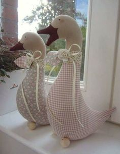 Gans - Landhaus ideen Gans Gans The post Gans appeared first on Landhaus ideen. Sewing Toys, Sewing Crafts, Sewing Projects, Fabric Toys, Fabric Crafts, Easter Crafts, Christmas Crafts, Fabric Animals, Creation Couture