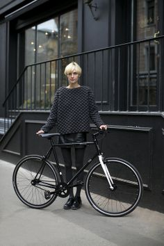 All black fashion insp. Cycle Chic, Cardigan Blazer, Jumper, Fixed Gear Girl, Street Style Vintage, Mode Pop, Moda Crochet, Neue Outfits, Hipster Grunge