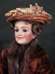 German Bisque Lady Doll with costume of the Edwardian era, by Simon and Halbig - circa 1910