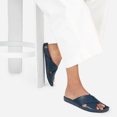 Comfortable doesn't have to mean unflattering—and we made a shoe to prove it. Made of supple Italian Nappa leather with a supportive contoured footbed, these sandals make every outfit 100% cooler—from breezy dresses to slouchy trousers.