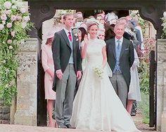 Pippa Middleton Wedding Dress, Pippa Middleton Style, Pippas Wedding, Elisabeth Ii, Royal Weddings, Bridesmaid Dresses, Wedding Dresses, Royals, Gifs