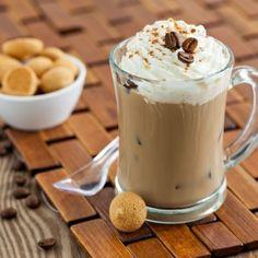 1. Pune cafeaua răcită într-un blender împreună cu înghețata, laptele și câteva cuburi de gheață. Mixează. 2. Toarnă în pahare înalte și decorează cu frișcă bătută. După gust, presară pudră de scorțișoară. 3. Servește imediat.  Shake de pepene verde si capsune Poza principala Galerie foto 120 ml cafea concentrată 120 ml lapte 400 g …