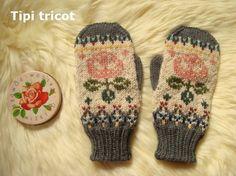 バラの花を編み込んだ多配色ミトンです。手の甲側はバラの花、手のひら側は木の模様です。あたたかい冬ハンドメイド。。。グレーとピンクでかわいらしいイメージに仕上が...|ハンドメイド、手作り、手仕事品の通販・販売・購入ならCreema。