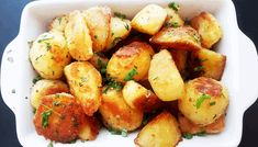 Roasted potatoes Ingredients: russet potatoes olive oil tsp baking soda small handful fresh herbs salt Peel and cut the potatoes. Russet Potatoes, Roasted Potatoes, Fresh Herbs, Baking Soda, Vegetables, Recipes, Food, Baked Potatoes, Meal