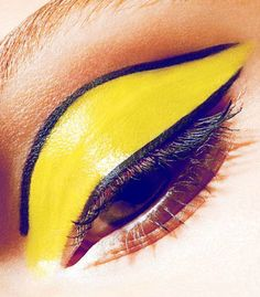 Amazing bright canary yellow eye makeup close up. I love the thin black line on the edge of the yellow eyeshadow, gives the look a cartoon vibe. Yellow Lipstick, Yellow Eye Makeup, Yellow Eyeshadow, Eyeshadow Makeup, Love Makeup, Diy Makeup, Makeup Looks, Make Up Art, Eye Make Up