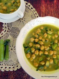 This is a simple but tasteful soup with zucchini and parsley scented with cumin and turmeric. Another way to enjoy this wonderful legume!