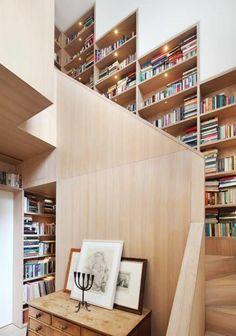 holzwand treppen getslaten bibliothek viele bücher