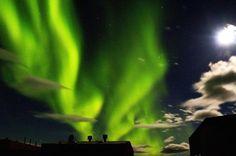 Luzes da aurora austral sobre a estação de pesquisa australiana.  Território Antártico Australiano, 09 de Março de 2007.